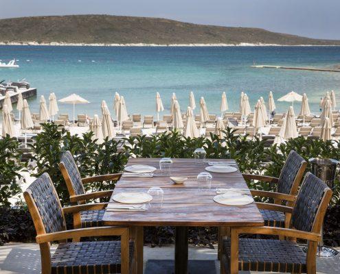 Alaçatı_da_deniz_ve_eğlencenin_gece_gündüz_adresi_Spiaggia_Grande_izmir_çeşme_travel_gezi_beach_sahil