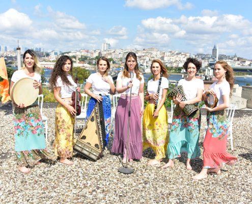 İstanbul manzarası eşliğinde klipİstanbul Girls Orchestra