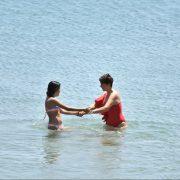 Anne-kızın deniz keyfi